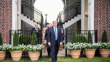 Donald Trump, en su club de golf en Bedminster, Nueva Jersey, donde la migrante guatemalteca trabajó por más de cinco años. (Foto: AFP)