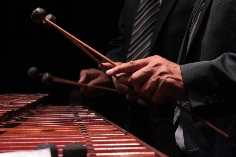 La música  nace de cada  tecla morena y de la  habilidad y sensibilidad   de los  ejecutantes.  (Foto Prensa Libre: Edwin Castro).