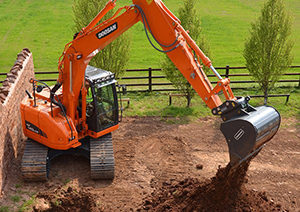 Excavator Doosan DX140 (34,000 lbs) with Hydraulic Thumb for moving dirt