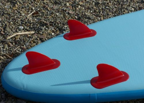 Rigged, integrated tracking fins.