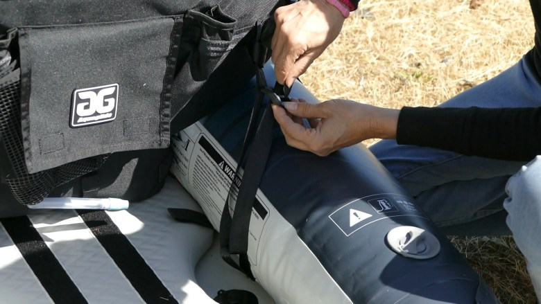 Fastening the rear seat straps