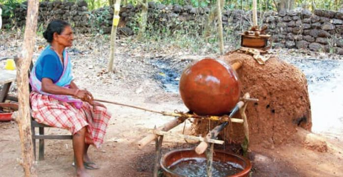 GOA GOVT CONTEMPLATING TO AMEND EXCISE RULE, TO DESTROY TRADITIONAL FENI DISTILLATOR'S: DIGAMBAR KAMAT, OPPOSITION LEADER