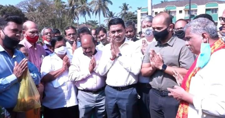 AHEAD OF MUNICIPAL ELECTIONS, GOA CM DR. SAWANT LAYS FOUNDATION STONE TO REVAMP MAPUSA BUS STAND