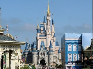 Disney World & Universal Studios: Fun For All Ages