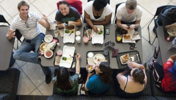 living a roommate advantages tips go campus scholarship  adapting to american food culture on campus