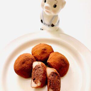 生チョコ餅と子豚
