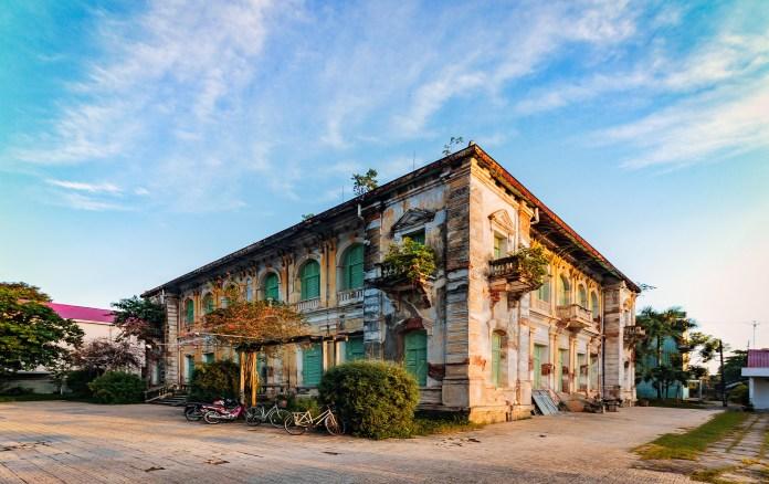 Dinh Chánh Tham Gò Công Phong thủy Gò Công: Vùng đất sinh ra hai bà Hoàng nổi tiếng sử Việt