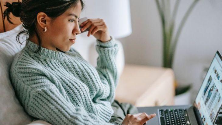 payday loan woman laptop