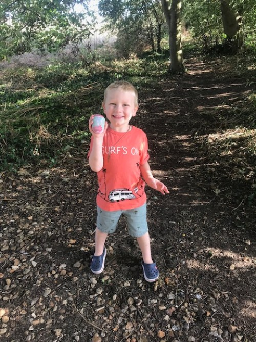 #godberstravel #godberboys #paintingpebblesandrocks #paintedpebbles #paintedrocks #toddlerfun #toddlercraft #toddleroutsidefun #loverocks #loverocksMK #loverocksUK