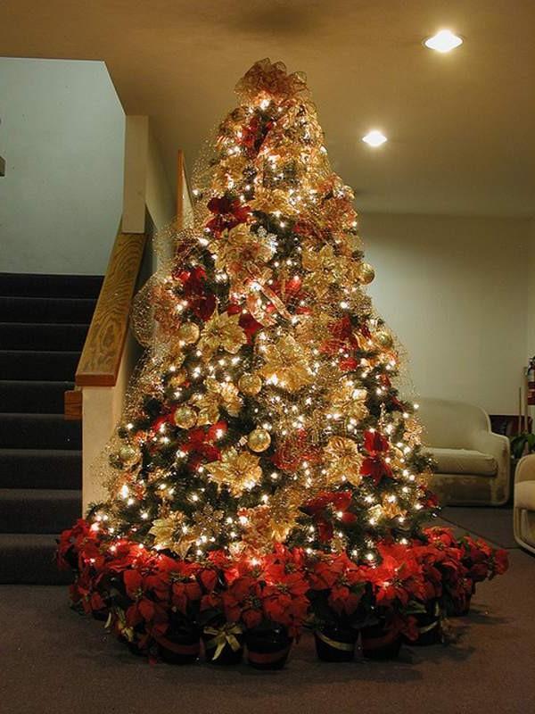 Mesmerizing Golden Christmas Tree Decoration