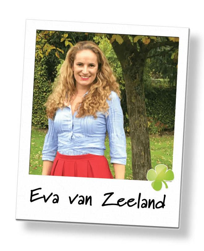 Foto van Eva van Zeeland bij een boom.