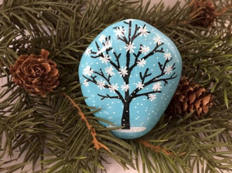 Beautiful christmas rock painting ideas (20)