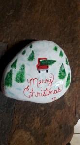 Beautiful christmas rock painting ideas (24)