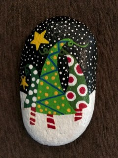 Beautiful christmas rock painting ideas (32)