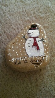 Beautiful christmas rock painting ideas (36)
