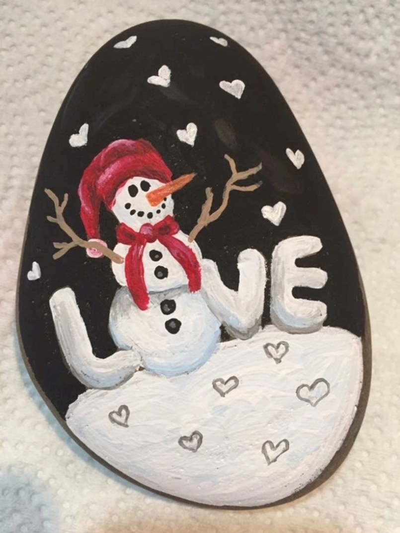 Beautiful christmas rock painting ideas (4)