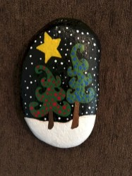 Beautiful christmas rock painting ideas (6)