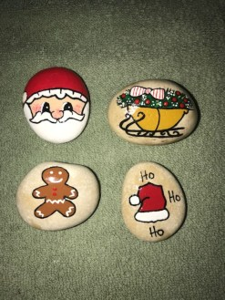 Diy cristmas painted rock design 31