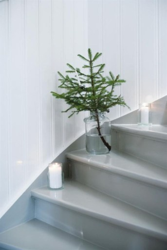 Ideas to decorate your space with candles for christmas 12