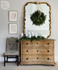 Ideas to decorate your space with candles for christmas 14