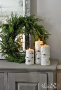 Ideas to decorate your space with candles for christmas 23