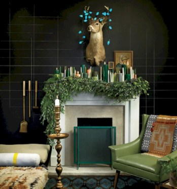 Ideas to decorate your space with candles for christmas 26
