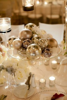 Ideas to decorate your space with candles for christmas 34