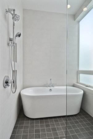 Small bathroom with bathtub ideas 36