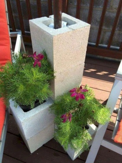 Ways to decorate your garden using cinder blocks 03