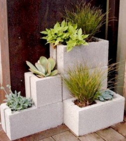Ways to decorate your garden using cinder blocks 19