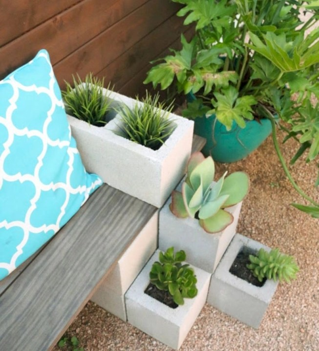 Ways to decorate your garden using cinder blocks 32
