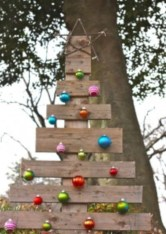 Ways to make your own christmas tree from pallet wood 04