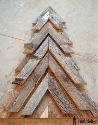 Ways to make your own christmas tree from pallet wood 09