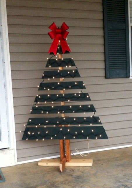 Ways to make your own christmas tree from pallet wood 13