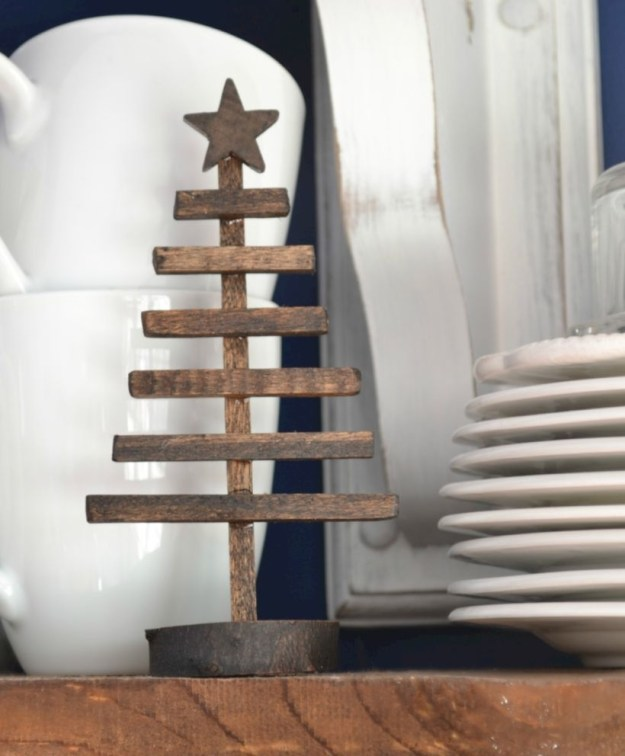 Ways to make your own christmas tree from pallet wood 33
