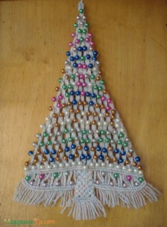 Diy wall christmas tree to save your space 29