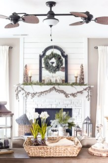 Ways to decorate fireplace for christmas 35