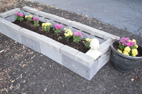 Easy to make diy raised garden beds ideas 19