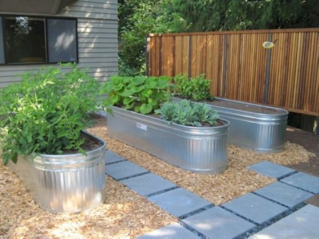 Easy to make diy raised garden beds ideas 20