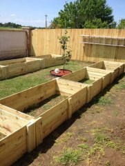 Easy to make diy raised garden beds ideas 27