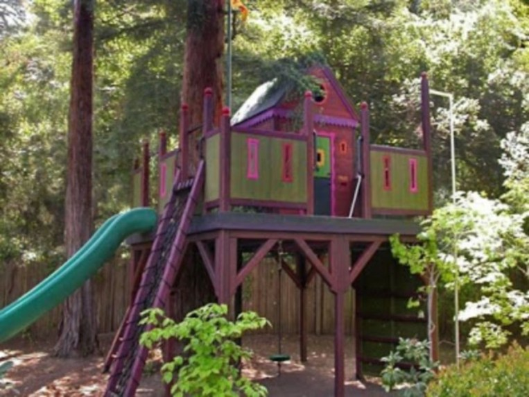 Fabulous backyard playhouse to delight your kids 12