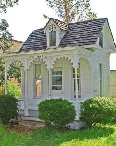 Fabulous backyard playhouse to delight your kids 39