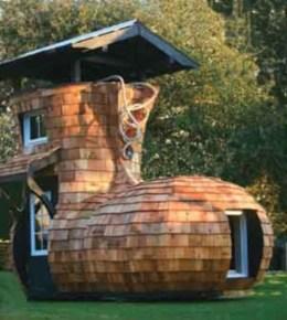 Fabulous backyard playhouse to delight your kids 40