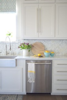 Adorable marble herringbone backsplash detail 17