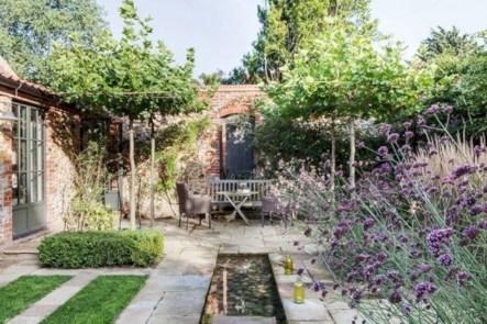 Beautiful courtyard garden design ideas 16