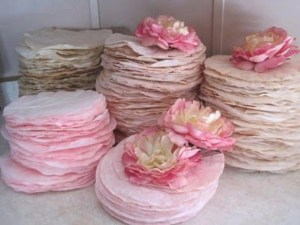 Simple and easy diy tissue paper flower garland 02