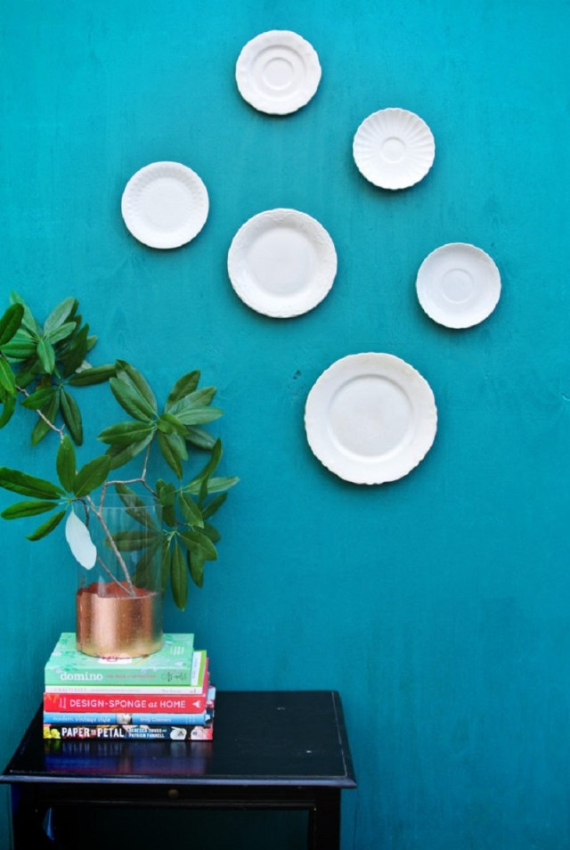 Hanging plate on the wall