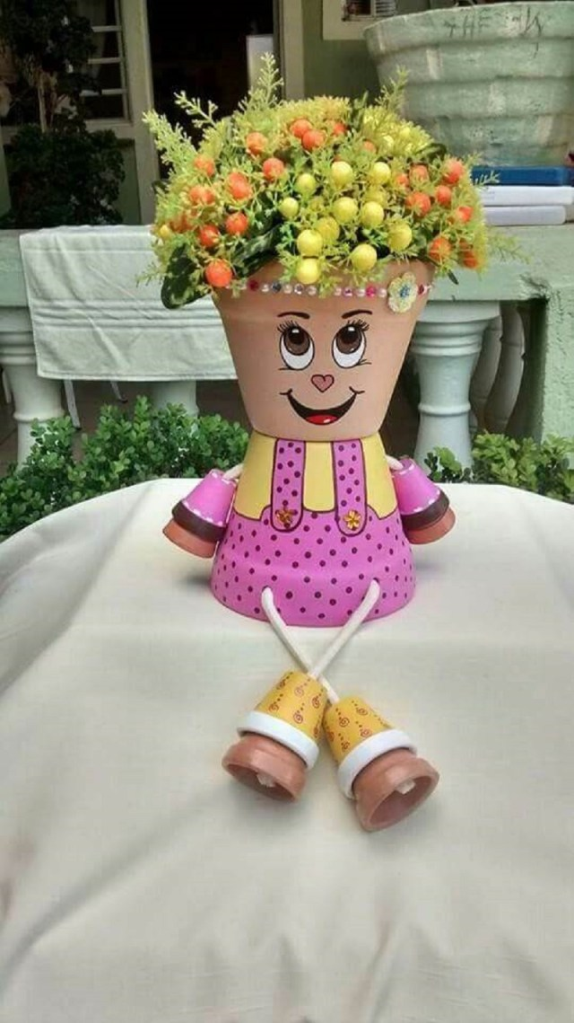 Funny face planter with mini pots