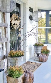 Awesome farmhouse fall decor porches 02