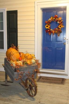 Awesome farmhouse fall decor porches 10